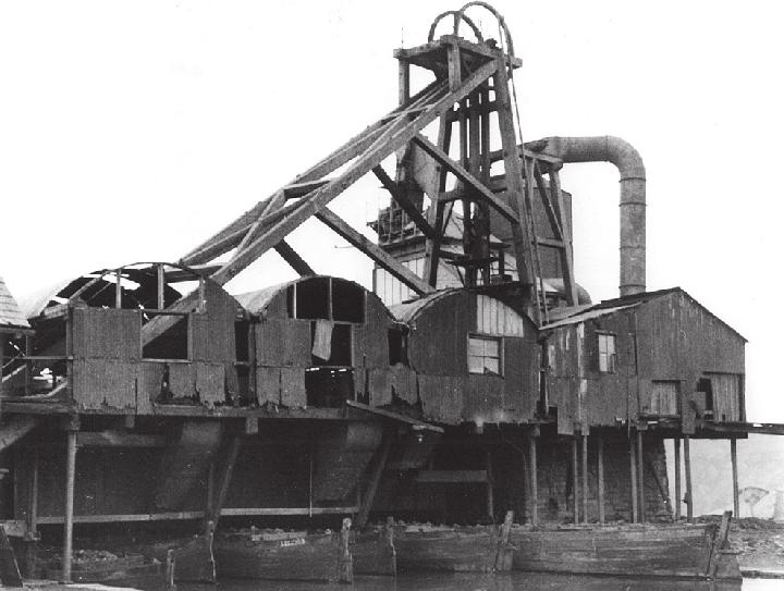 Loading chutes at Ladyshore colliery on the MB&B Canal. By the look of the state of the gear, the photograph was taken not long before the pit closed in around 1949.